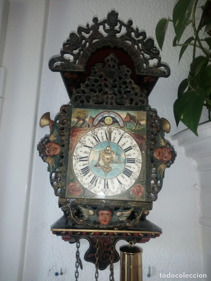 ANTIGUO RELOJ DE PARED WARMINK/WUBA ,CALENDARIO LUNAR,CALAMINA,Y MADERA,PINTADO A MANO. (Relojes - Pared Carga Manual)
