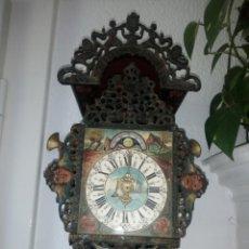 Relojes de pared: ANTIGUO RELOJ DE PARED WARMINK/WUBA ,CALENDARIO LUNAR,CALAMINA,Y MADERA,PINTADO A MANO.. Lote 211620945