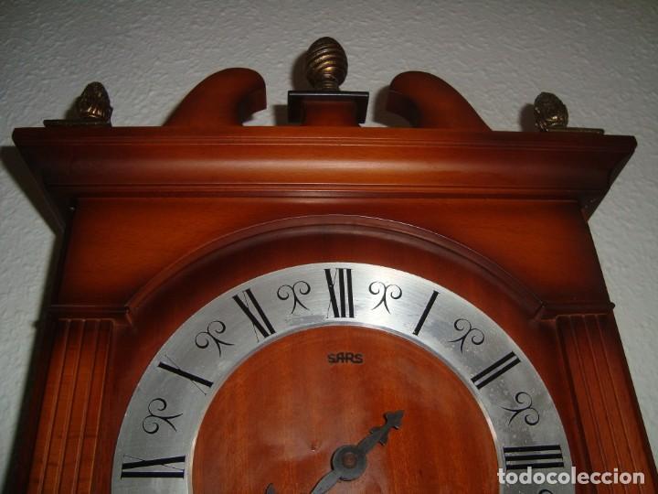 Relojes de pared: ANTIGUO RELOJ DE PENDULOS MARCA SARS - Foto 2 - 212531380