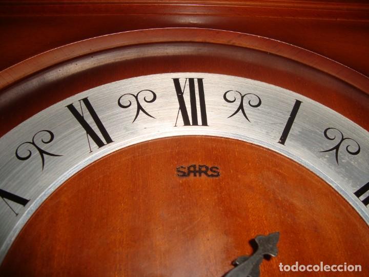 Relojes de pared: ANTIGUO RELOJ DE PENDULOS MARCA SARS - Foto 3 - 212531380