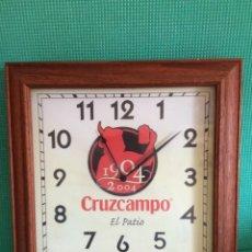 Relojes de pared: RELOJ DE PARED CERVEZA CRUZ CAMPO FUNCIONANDO. Lote 213067703