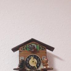 Horloges murales: ANTIGUO PEQUEÑO RELOJ DE PARED. Lote 213207806