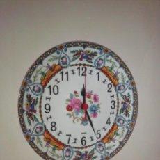 Relojes de pared: ANTIGUO PLATO DE PORCELANA CON RELOJ. Lote 213380092