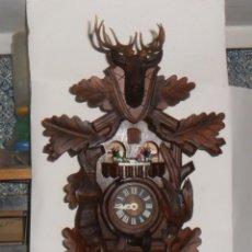 Relojes de pared: RELOJ DE CUCO CON CARRUSEL DE BAILARINES – ESCENA DE CAZA, MADERA TALLADA. Lote 213882903