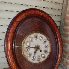 Relojes de pared: RELOJ DE OJO DE BUEY, MARQUETERIA,ALABASTRO.ESMALTE.FUNCIONA.. Lote 214046493