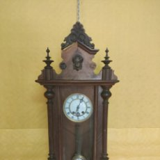 Relojes de pared: RELOJ DE PARED CON PÉNDULO SIGLO XX, 6000-070C. Lote 217844086