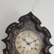 Orologi da parete: RELOJ OJO BUEY ANTIGUO MOREZ CASI A ESTRENAR NÁCAR CERCO FUERA RARA FORMA FUNCIONA ALTA COLECCIÓN. Lote 217952563