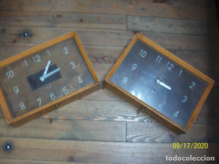 PAREJA DE RELOJES- FUNCIONAN (Relojes - Pared Carga Manual)