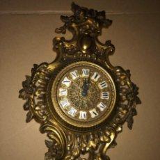 Relojes de pared: RELOJ DE PARED DE BRONCE ANTIGUO. Lote 218469703