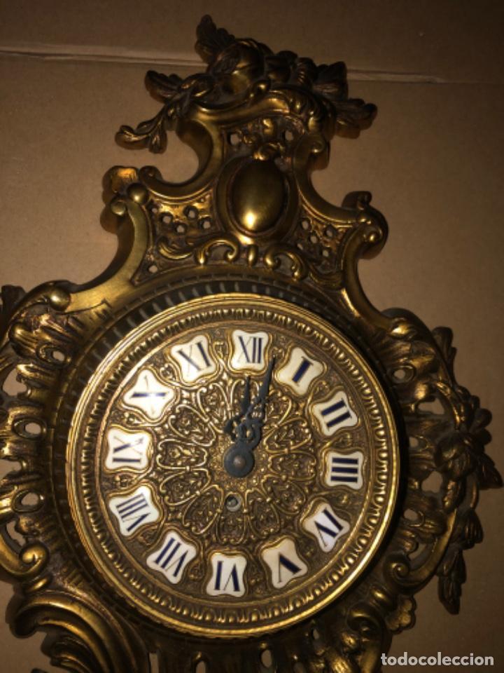 Relojes de pared: RELOJ DE PARED DE BRONCE ANTIGUO - Foto 2 - 218469703