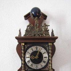 Relojes de pared: RELOJ ANTIGUO MECÁNICO DE PARED HOLANDÉS CON PESAS Y PÉNDULO FUNCIONA Y DA CAMPANADAS AÑOS 1950/60. Lote 218616416
