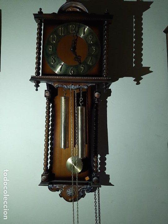 ANTIGUO RELOJ CON MUEBLE DE PARED CON PESAS Y PENDULO NUEVO (Relojes - Pared Carga Manual)