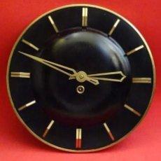 Relojes de pared: RELOJ PARED VINTAGE DISEÑO, AÑOS 1970, FUNCIONA, A CUERDA. Lote 219237731