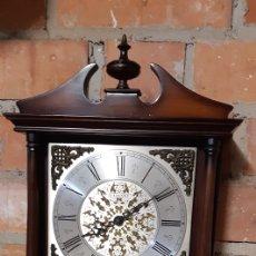 Relojes de pared: RELOJ DE PARED RADIANT CON PENDULO Y PESAS , FUNCIONA BIEN. Lote 219330812