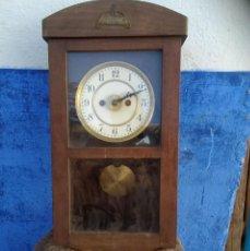 Relojes de pared: RELOJ ANTIGUO ALFONSINO 51 CMS. ALTO X 25 ANCHO X 11 FONDO. Lote 221622996