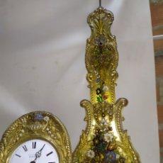 Relojes de pared: IMPORTANTE RELOJ MOREZ PENDULO REAL MUY DETALLADO POLICROMADO. Lote 221719047