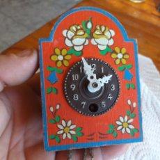 Relojes de pared: PEQUEÑO RELOJ PARA PIEZAS. Lote 222107101