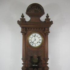 Relojes de pared: ANTIGUO RELOJ DE PARED - JUNGHANS - TALLA EN MADERA DE NOGAL - FUNCIONA - COMPLETO - CIRCA 1900. Lote 222310950