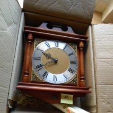 Relojes de pared: RELOJ DE PARED CON PESAS Y PENDULO NUEVO DE TIENDA CON EMBALAJE ORIGINAL. Lote 222844750