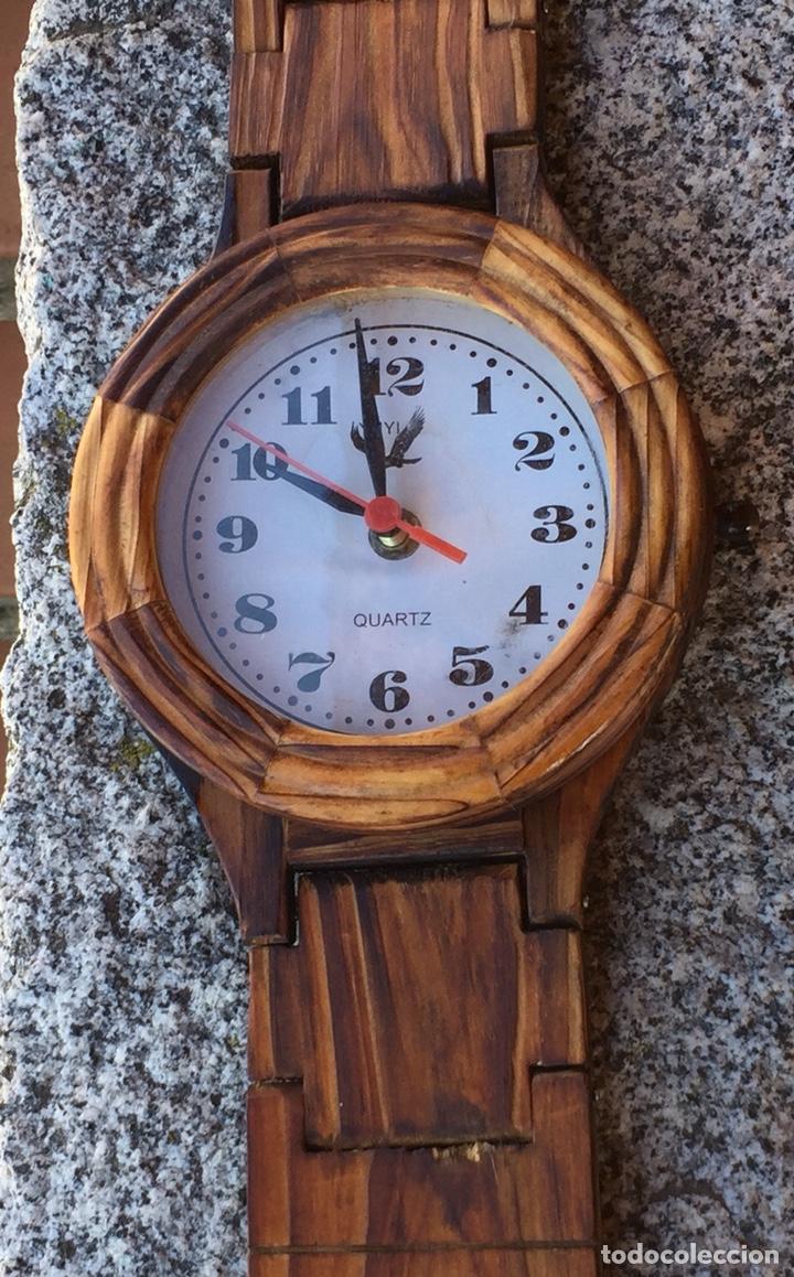 Relojes de pared: RELOJ DE PARED EN FORMA DE RELOJ DE BOLSILLO DE MADERA.QUARTZ - Foto 2 - 223086665