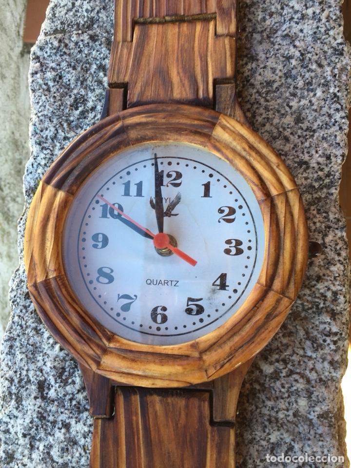 Relojes de pared: RELOJ DE PARED EN FORMA DE RELOJ DE BOLSILLO DE MADERA.QUARTZ - Foto 3 - 223086665