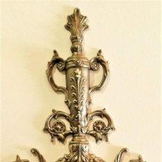 Relojes de pared: ELEGANTE RELOJ DE PARED VINTAGE (CARGA MANUAL) CON CISNES Y ARABESCOS (FUNCIONA) - ENVÍO GRATIS*. Lote 223732103