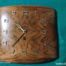 Relojes de pared: MAGNIFICO RELOJ ART DECO MEDIDAS 34 X 28 X 5 CM PRECIOSO DISEÑO FUNCIONANDO PERFECTO 8 DÍAS 143,00 €. Lote 223863651