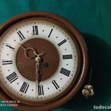 Relojes de pared: ANTIGUO MAGNIFICO RELOJ PENDULO OJO BUEY MADERA DIAMETRO RELOJ 25 CM CUERDA 8 DÍAS. Lote 223864301