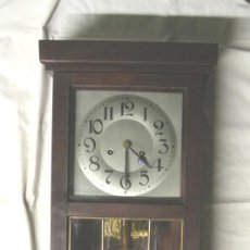 Relojes de pared: RELOJ PARED MODERNISTA, FUNCIONA, SONERIA MEDIAS Y HORAS, COMPLETO. MED. 28 X 14 X 80 CM. Lote 225456625