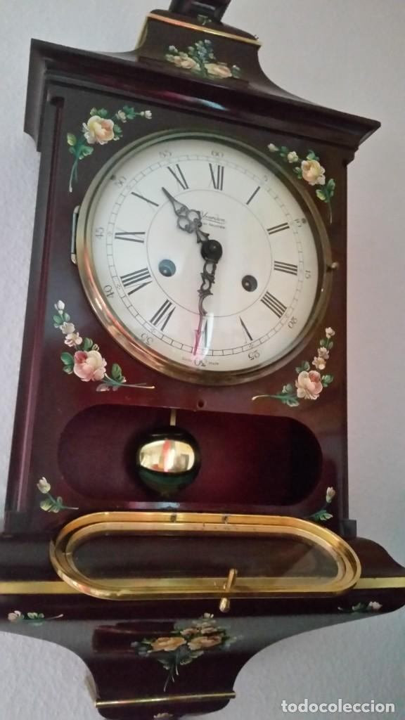 PRECIOSO Y ANTIGUIORELOG ORIGINAL IVERDON SUIZA HECHO BALIKA PINTADO A MANO FONCIONA PERFECTAMENTE (Relojes - Pared Carga Manual)