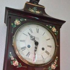 Relojes de pared: PRECIOSO Y ANTIGUIORELOG ORIGINAL IVERDON SUIZA HECHO BALIKA PINTADO A MANO FONCIONA PERFECTAMENTE. Lote 226086640