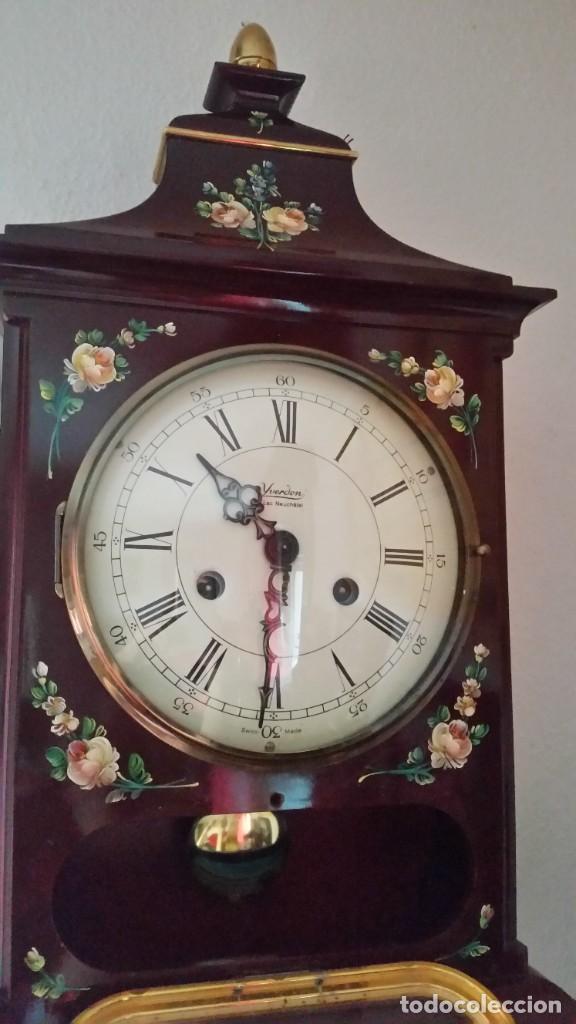 Relojes de pared: PRECIOSO Y ANTIGUIORELOG ORIGINAL IVERDON SUIZA HECHO BALIKA PINTADO A MANO FONCIONA PERFECTAMENTE - Foto 8 - 226086640