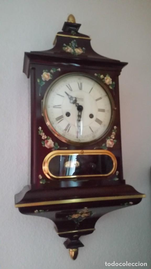 Relojes de pared: PRECIOSO Y ANTIGUIORELOG ORIGINAL IVERDON SUIZA HECHO BALIKA PINTADO A MANO FONCIONA PERFECTAMENTE - Foto 11 - 226086640