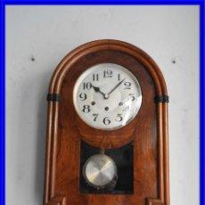 Relojes de pared: ANTIGUO RELOJ DE PARED DE CAPILLA CON CAJA DE NOGAL Y SONERIA EN CUARTOS. Lote 228113490