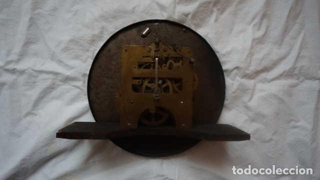 Relojes de pared: ANTIGUO RELOJ DE PARED CON LLAVE - Foto 2 - 229304525