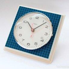 Relojes de pared: RELOJ VINTAGE DE COCINA RETRO DIEHL ELECTROMECÁNICO, NUEVO DE ANTIGUO STOCK! FUNCIONA Y SE PARA. Lote 230576190