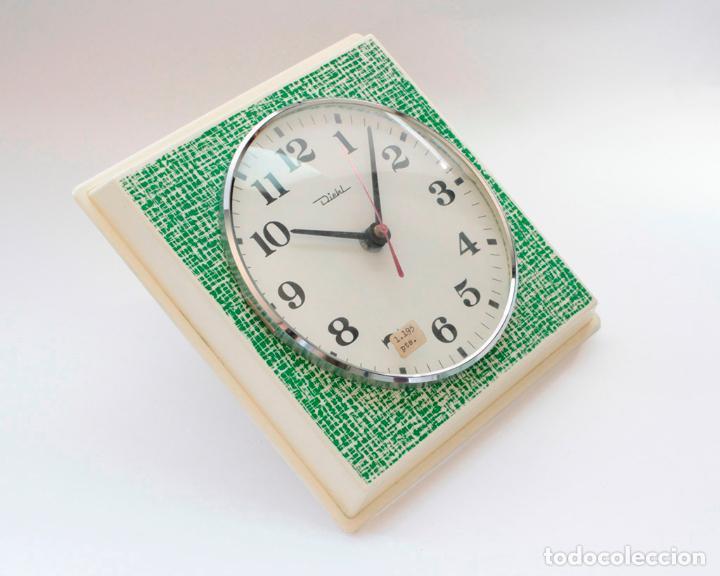 Relojes de pared: Reloj vintage de cocina o pared retro Diehl electromecánico, Nuevo de antiguo stock! Funciona. - Foto 2 - 230580850