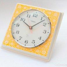 Relojes de pared: RELOJ VINTAGE DE COCINA O PARED RETRO DIEHL ELECTROMECÁNICO, NUEVO DE ANTIGUO STOCK! NO FUNCIONA. Lote 230581925
