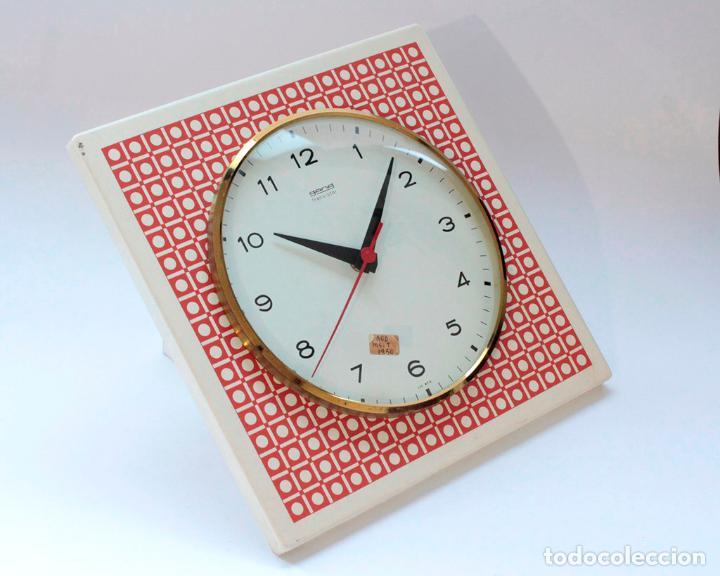 Relojes de pared: Reloj vintage de cocina o pared Gong electromecánico, Nuevo de antiguo stock! Funciona. - Foto 2 - 231228160