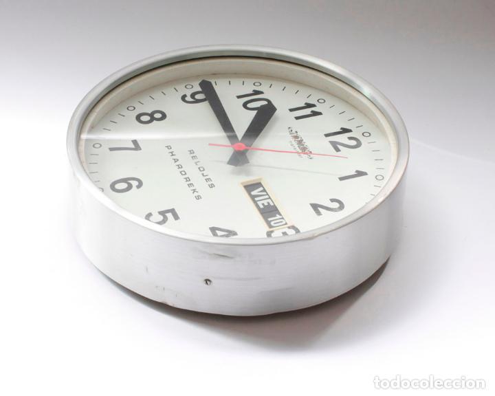 Relojes de pared: Reloj vintage de cocina o pared Micro Pharoreks (A Coruña) electromecánico, NO Funciona - Foto 4 - 231503365