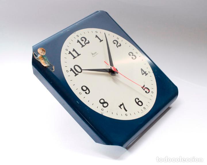 Relojes de pared: Reloj vintage de cocina o pared Micro electromecánico, de antiguo stock! NO Funciona, falta cristal - Foto 2 - 231503960