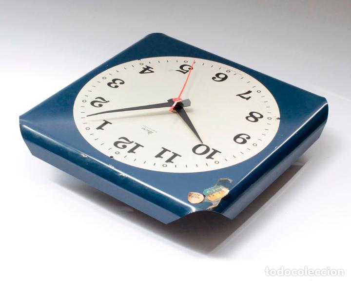 Relojes de pared: Reloj vintage de cocina o pared Micro electromecánico, de antiguo stock! NO Funciona, falta cristal - Foto 4 - 231503960