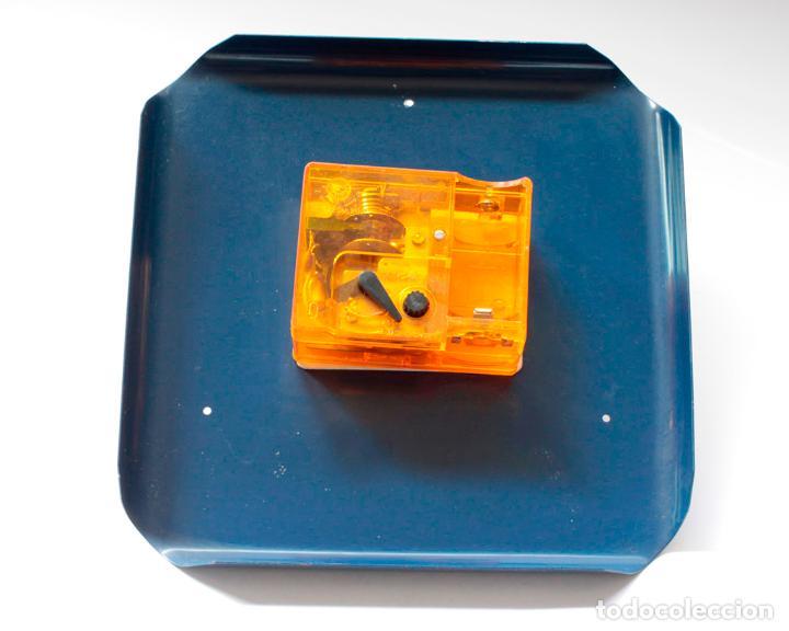 Relojes de pared: Reloj vintage de cocina o pared Micro electromecánico, de antiguo stock! NO Funciona, falta cristal - Foto 5 - 231503960