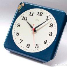 Relojes de pared: RELOJ VINTAGE DE COCINA O PARED MICRO ELECTROMECÁNICO, DE ANTIGUO STOCK! NO FUNCIONA, FALTA CRISTAL. Lote 231503960