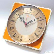 Relojes de pared: RELOJ VINTAGE DE COCINA O PARED MICRO ELECTROMECÁNICO, DE ANTIGUO STOCK! FUNCIONA Y SE PARA.. Lote 231504565