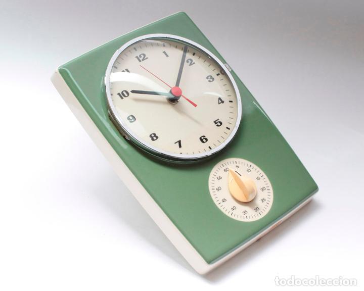 Relojes de pared: Reloj vintage de pared o cocina con temporizador electromecánico de porcelana, NOS. NO Funciona. - Foto 2 - 231517910