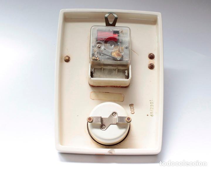 Relojes de pared: Reloj vintage de pared o cocina con temporizador electromecánico de porcelana, NOS. NO Funciona. - Foto 6 - 231517910