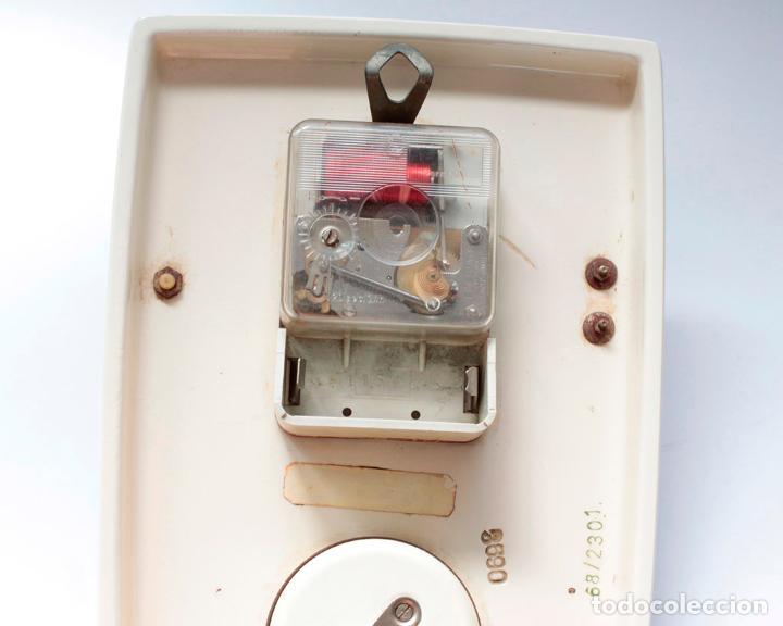 Relojes de pared: Reloj vintage de pared o cocina con temporizador electromecánico de porcelana, NOS. NO Funciona. - Foto 7 - 231517910