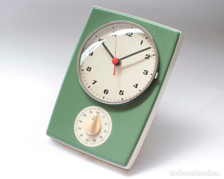RELOJ VINTAGE DE PARED O COCINA CON TEMPORIZADOR ELECTROMECÁNICO DE PORCELANA, NOS. NO FUNCIONA. (Relojes - Pared Carga Manual)