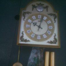 Relojes de pared: BONITO RELOJ DE PARED - TEMPUS FUGIT -CON CAMPANADAS.PERFECTO.CARGA MANUAL POR PÉNDULOS. Lote 233182785